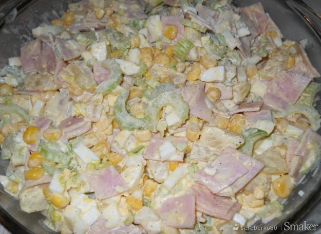 Wiosenna Salatka Z Ananasem I Selerem Naciowym Przepis Ze Smaker Pl