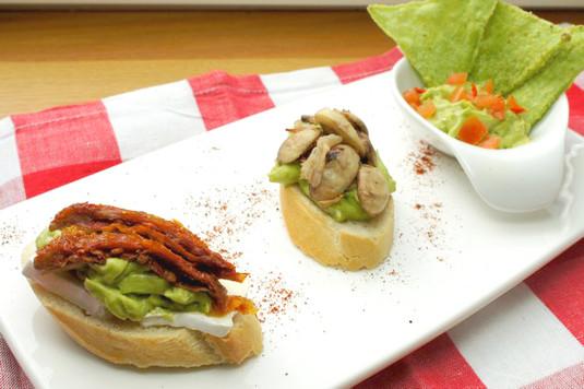 Bruschetta z awokado i suszonymi pomidorami