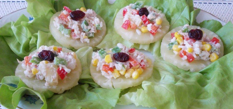 Sałatka z tuńczyka na ananasie. (autor: bernadeta1 ...