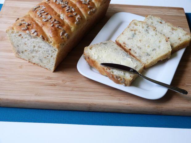 Przepis  chleb z cebulą i ziarnami przepis