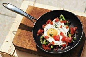 Jajko sadzone na szparagach  prosty przepis i składniki