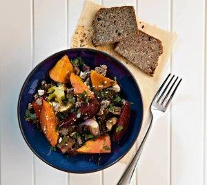 Jesienna sałatka warzywna  prosty przepis i składniki