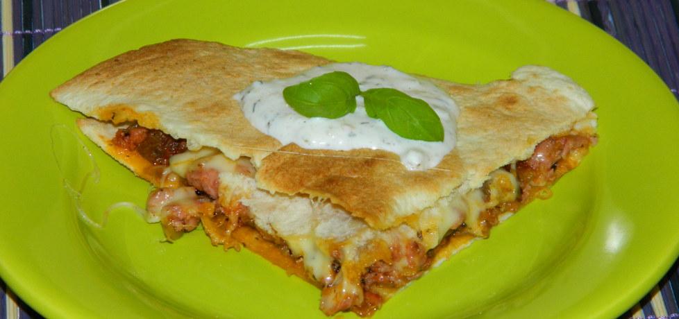 Kiełbasa zapiekana w tortilli (autor: czarrna)