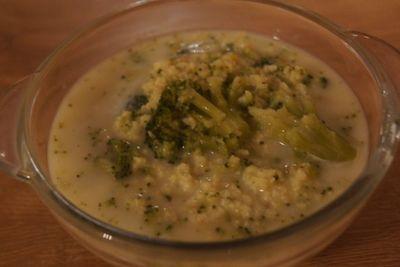 Zupa brokułowa z kaszą jaglaną