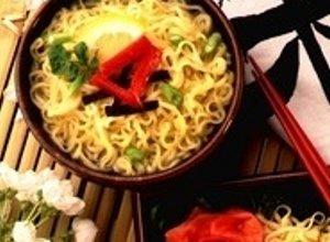 Sałatka z zupek chińskich z tuńczykiem