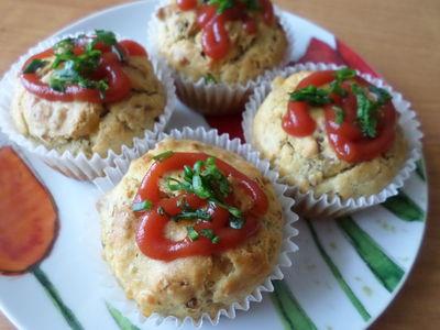 Wytrawne muffinki z kiełbasą