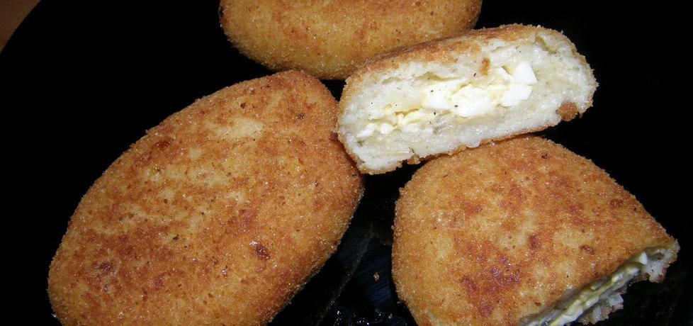 Kotlety ziemniaczane faszerowane gotowanym jajkiem