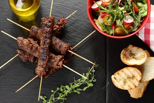 Roladki wołowe z pikantną pastą z oliwek i papryczki chipotle ...