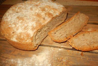 Chleb orkiszowy z czarnuszką