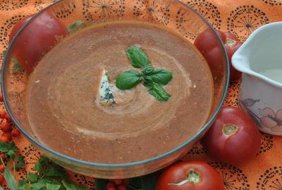 Krem z pieczonych pomidorów z serem pleśniowym