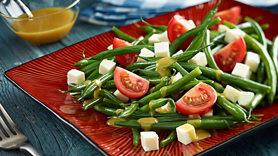 Przepis na sałatkę z fasolki szparagowej i sera feta