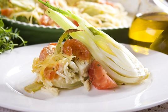 Koper włoski zapiekany z pomidorami