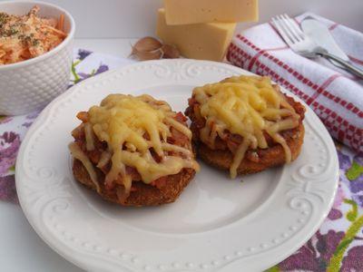Drobiowe mielone z pomidorowym sosem i serem żółtym ...