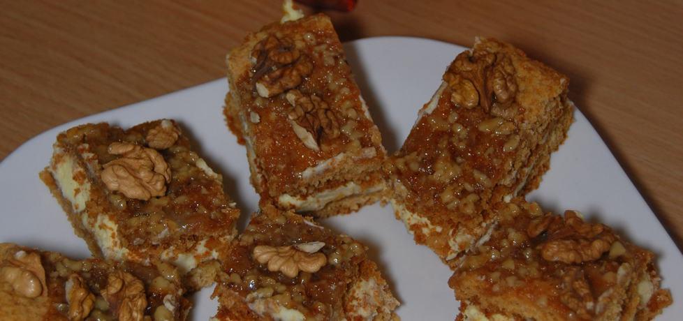 Ciasto orzechowe z dżemem z dyni i kremem karpatkowym (autor ...