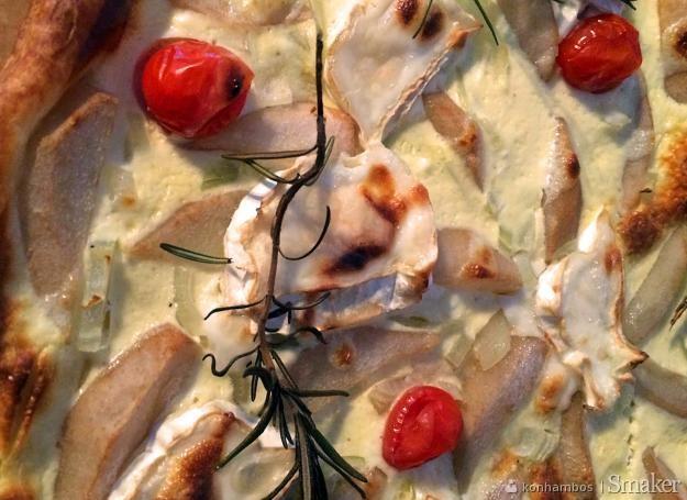 Tarta z gruszką i kozim serem
