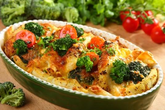 Zapiekanka rybna z makaronem i brokułami