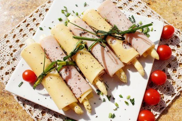Przepis  roladki ze szparagami marynowanymi