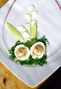 Jajka faszerowane sałatką z tuńczyka