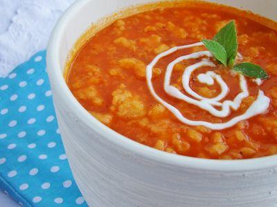 Zupa marchewkowa z lanymi kluseczkami i świeżą miętą ...