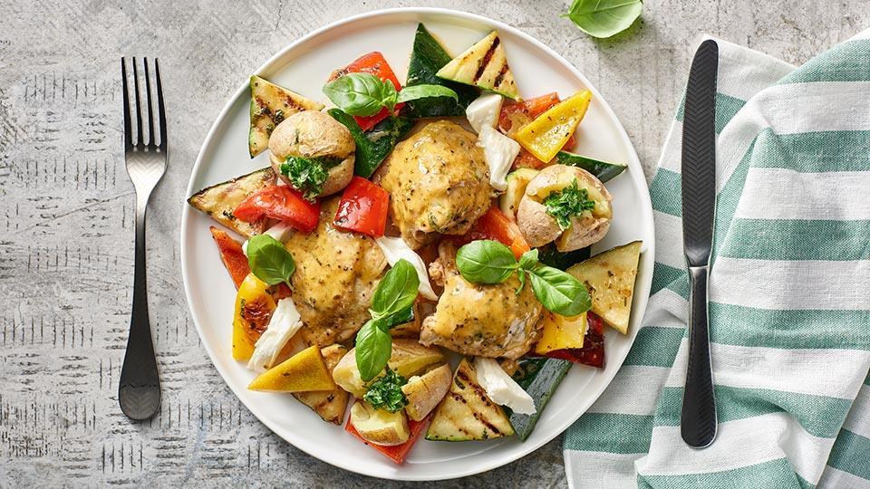 Uda kurczaka z sałatką z grillowanych warzyw