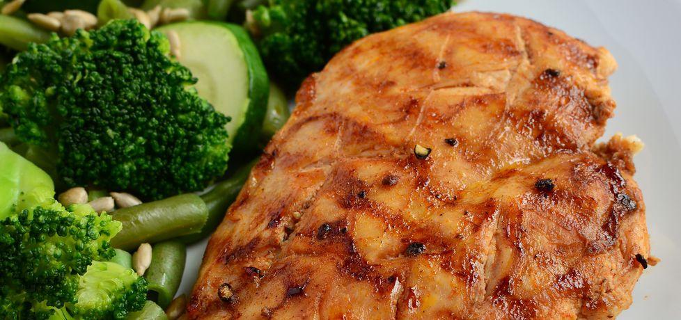 Grillowana pierś z kurczaka z warzywami z parowaru (autor ...