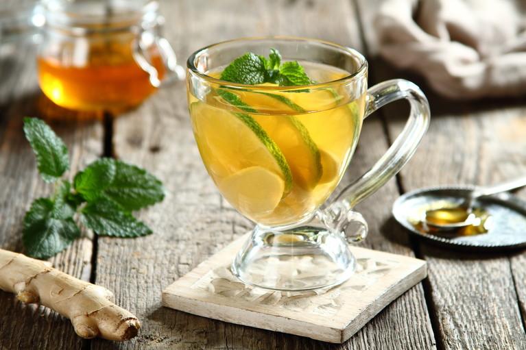 Zielona herbata z sokiem cytrynowym, limonką i imbirem
