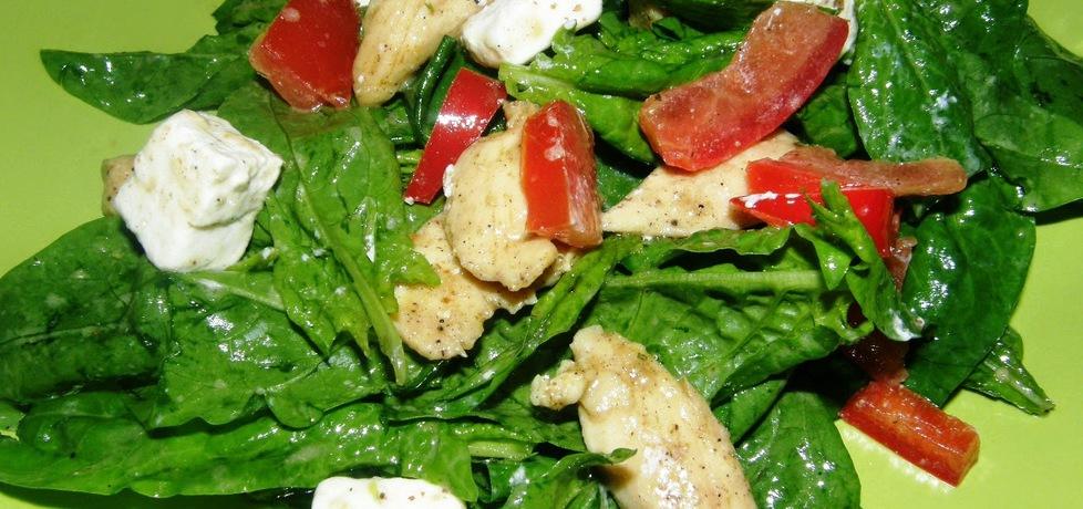 Sałatka ze szpinakiem, piersią kurczaka i serem feta (autor ...