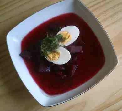Przepis na barszczyk czerwony z jajkiem