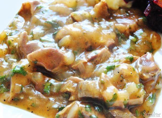 Gulasz z żołądków drobiowych w sosie własnym