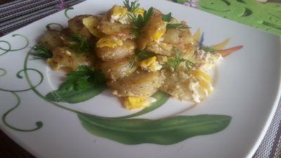 Zasmażane młode ziemniaki w ziołach z jajkiem