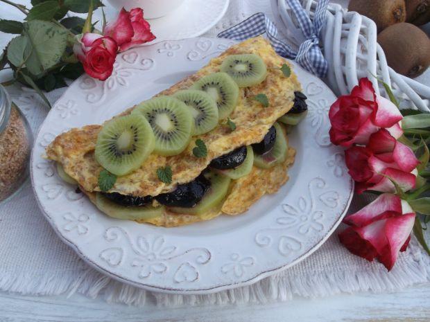 Przepis  śniadaniowy omlet z kiwi i dżemem przepis