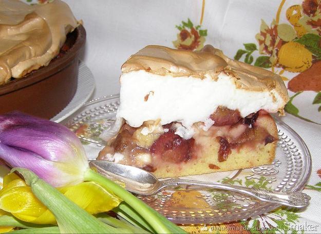 Pyszne ciasto mocno owocowe z pianką bezową...