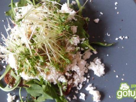 Przepis  kanapki z pesto i białym serem przepis