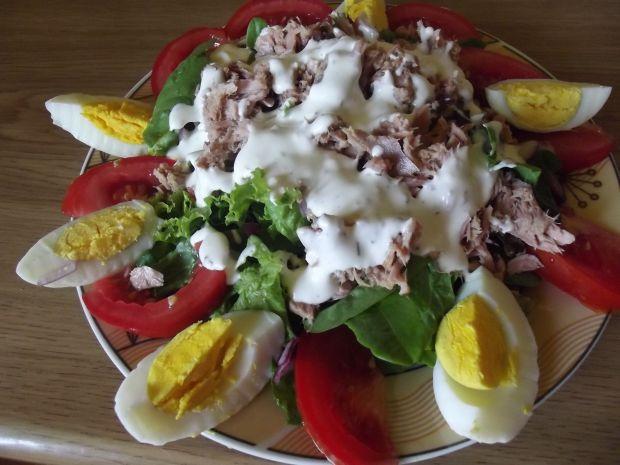 Przepis  sałatka z tuńczykiem i sałatą przepis