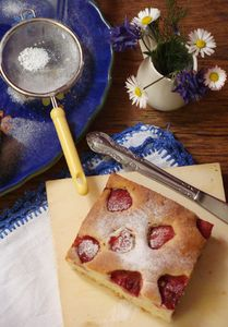 Ciasto z maślanką i truskawkami