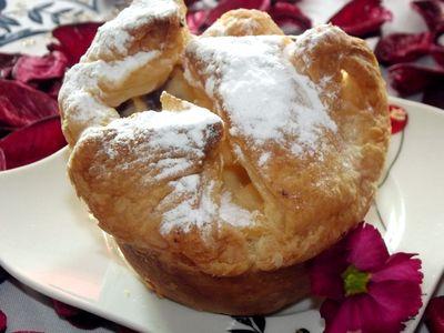 Muffiny z ciasta francuskiego z budyniowym nadzieniem ...