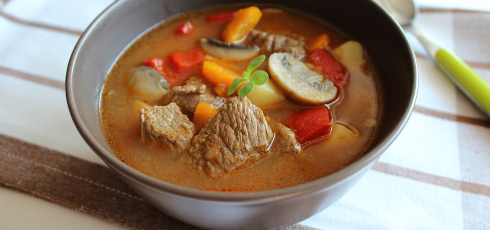 Zupa gulaszowa z pieczarkami (autor: anemon)