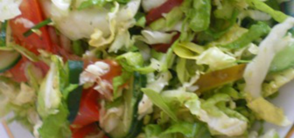 Sałatka z sałaty lodowej, pomidorów i ogórków (autor: ilka86 ...