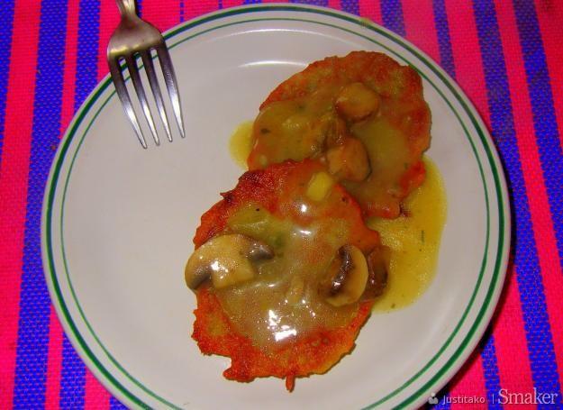 Placki ziemniaczane z sosem pieczarkowym