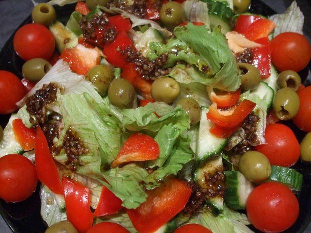 Przepis  sałata lodowa z sosem balsamicznym przepis