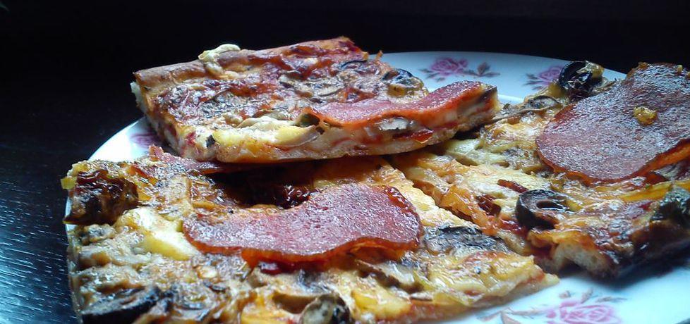 Pizza z pieczarkami i suszonymi pomidorami z zalewy (autor: goofy9 ...