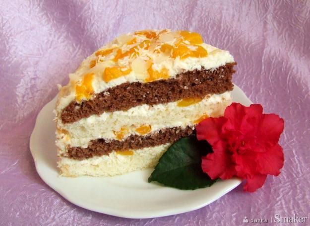Tort przekładany kremem z serka mascarpone i brzoskwiniami ...