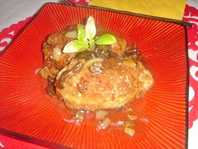 Kotlety mielone z sosem z suszonych grzybów