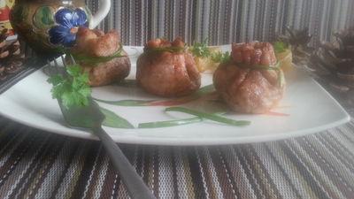 Schabowe sakiewki z grzybami, suszonymi pomidorami i serem ...