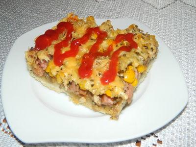 Pizza z kiełbasa i kurczakiem