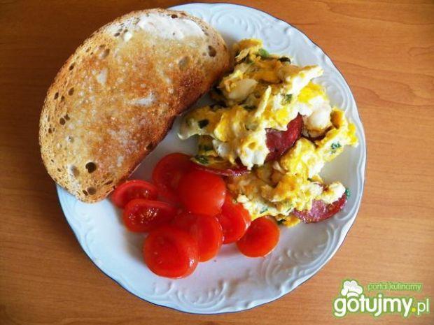 Przepis  jajecznica z kiełbasą myśliwską przepis