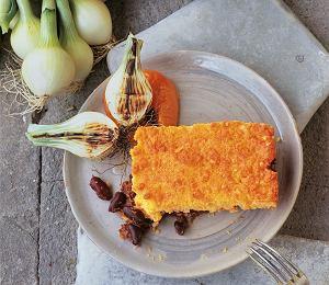 Chilli con carne pod ciastem kukurydzianym