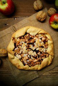 Rustykalna tarta z jabłkami i bakaliami