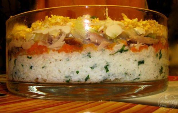 Przepis  sałatka z ryżem i rybą wędzoną przepis