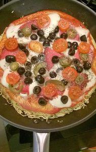 Makaronowa pizza z patelni